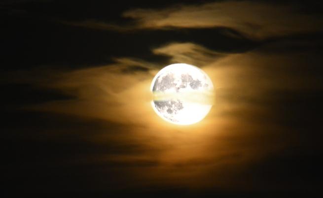 Учените с нова теория за появата на Луната