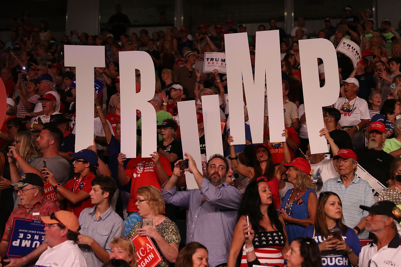 Привърженици посрещат Тръмп във Флорида