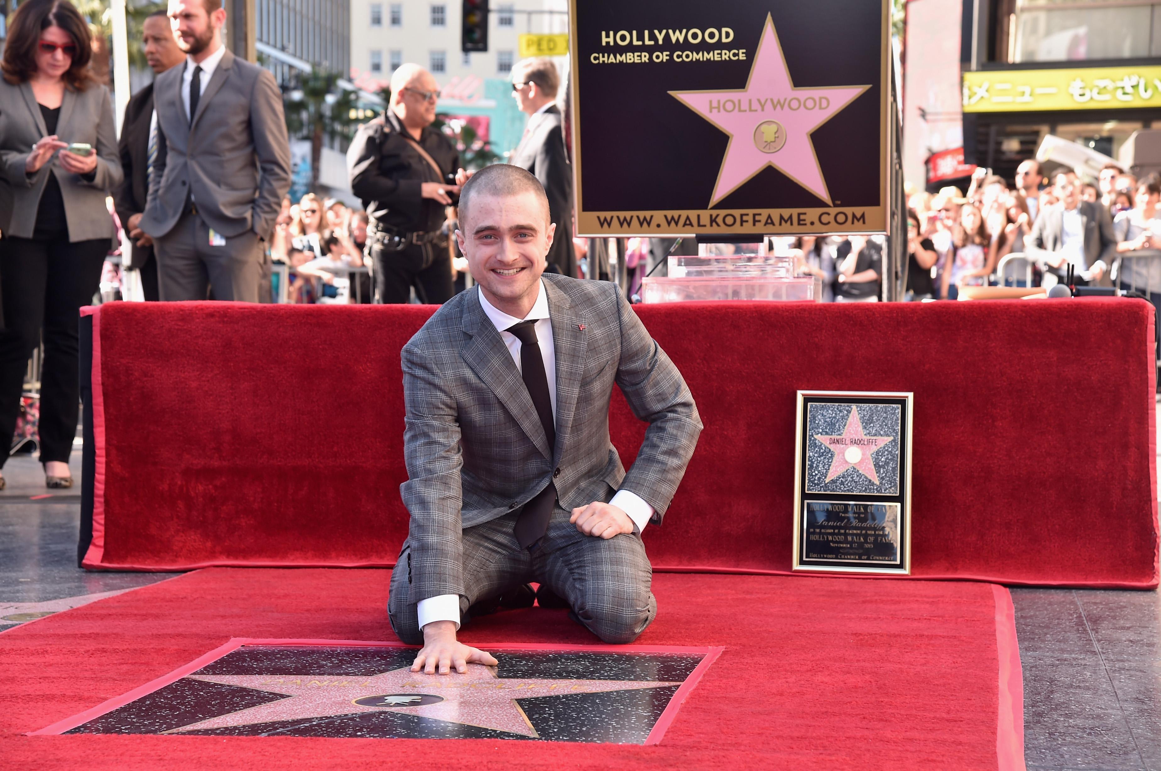 """Даниел Радклиф смята Холивуд за """"несъмнено расистки настроен"""", предаде АФП, позовавайки се на интервю с актьора.<br /> """"Обичаме да мислим, че сме много напредничава индустрия, но всъщност се движим след всички останали области"""", коментира Радклиф расизма в Холивуд и липсата на цветнокожи актьори на наградите """"Оскар"""".<br /> В интервюто Даниел Радклиф повдигна и въпроса за сексизма, упражняван върху жените в индустрия, управлявана от мъже.<br /> Актьорът призова за тези неща """"да се говори открито"""", за да бъдат променени."""