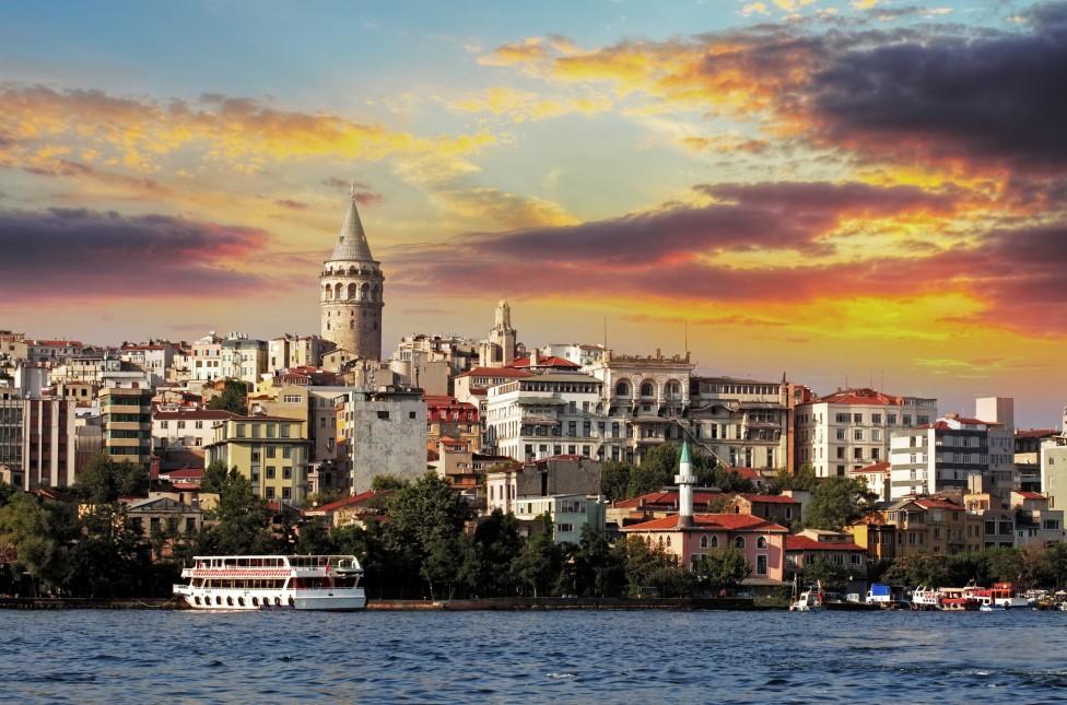 - Град на два континента, огромен, необятен, красив, това е Истанбул. Много българи и пътуващи от цял свят го избират за своя туристическа дестинация...