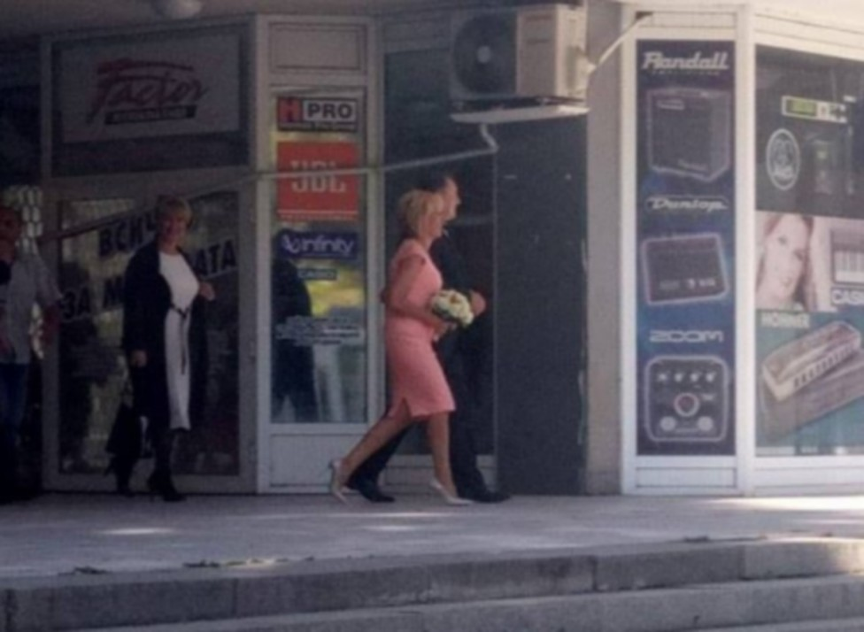 """- Омбудсманът Мая Манолова и бившият министърът на отбраната от кабинета """"Орешарски"""" Ангел Найденов сключиха брак след години съвместен живот. Двамата..."""