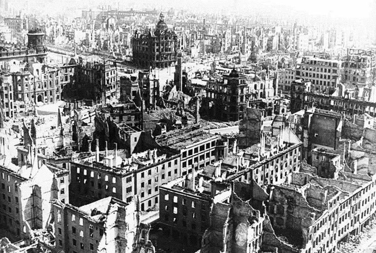 Разрушеният Дрезден, 1944 г.