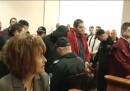 Съдът под обсада, остави митничарите в ареста