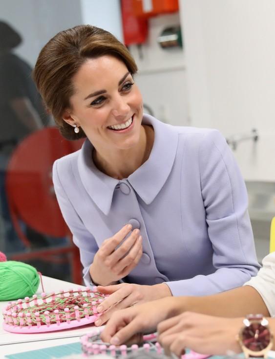 - Херцогинята на Кембридж отиде на официално посещение в Холандия. Това е първото самостоятелно пътуване на принцесата без съпруга ѝ принц Уил...