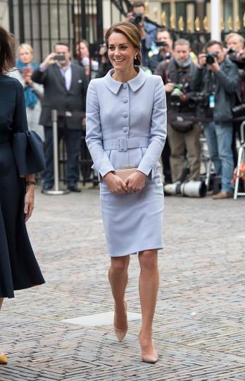 Оказва се, че кралица Елизабет наистина харесва Кейт и одобрява брака ѝ с Уилиям, защото я е оставила сама да състави списъка с гостите на сватбата си и не е имала нищо против двамата да поканят всичките си приятели.