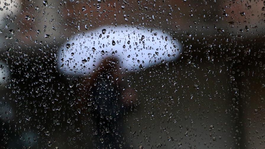 Днес - на Запад студ, на Изток топло, над България вали