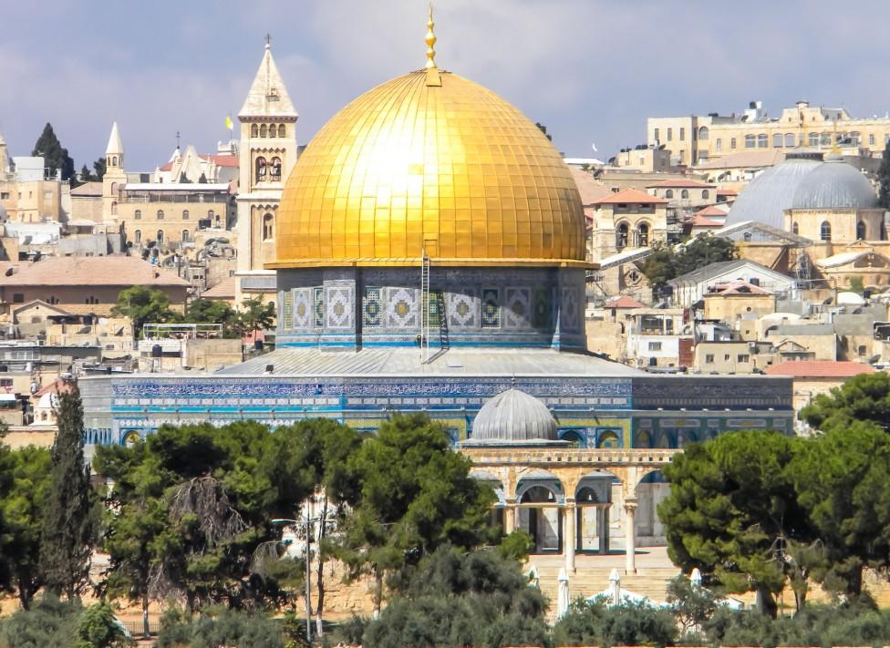 - Проекторезолюцията на ЮНЕСКО, организирана и подкрепена от няколко арабски страни, посочва Храмовия хълм и Западната стена само с мюсюлманските си...