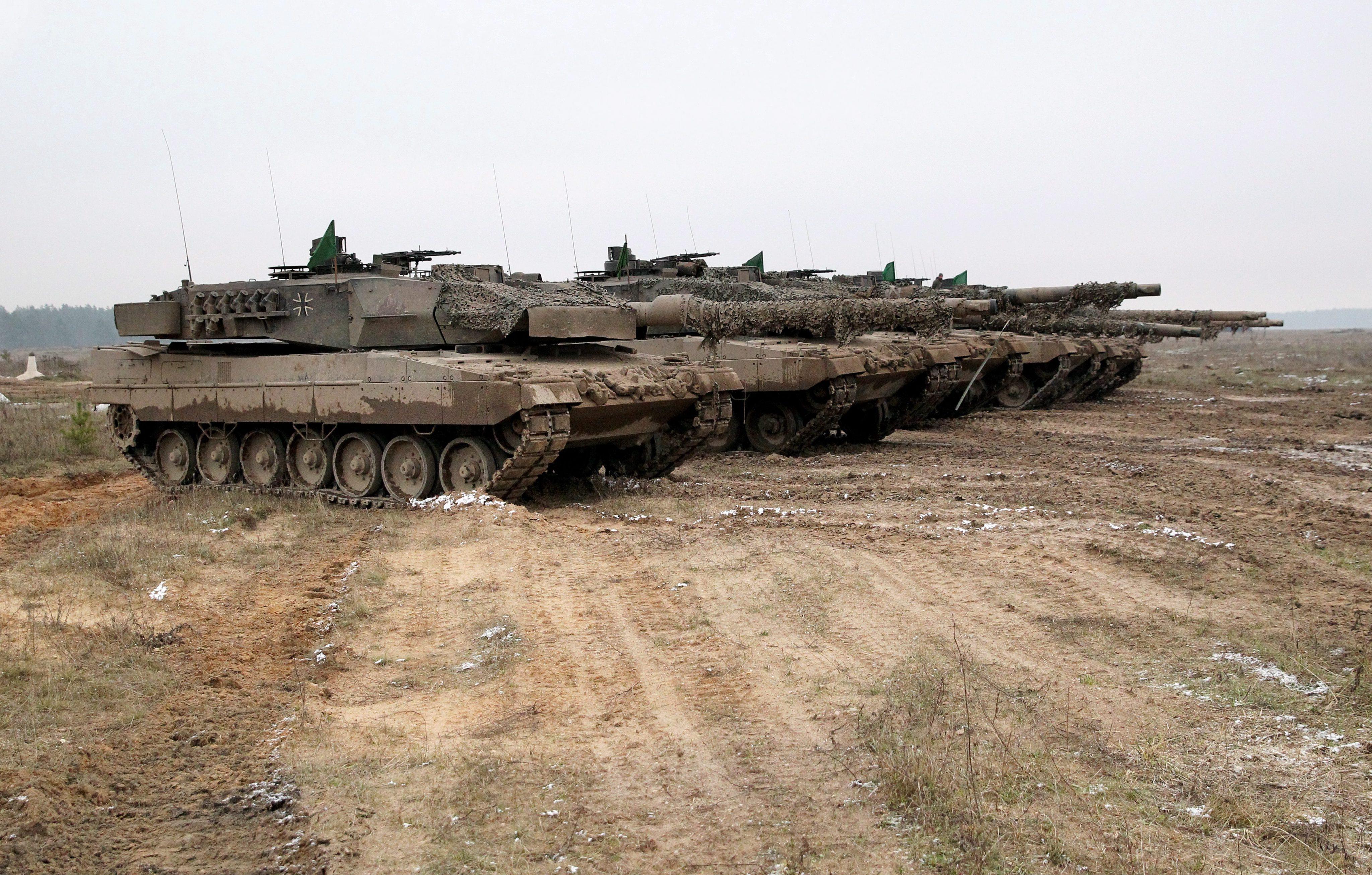 Германски танкове Leopard 2A6 по време на военно учение в Полша
