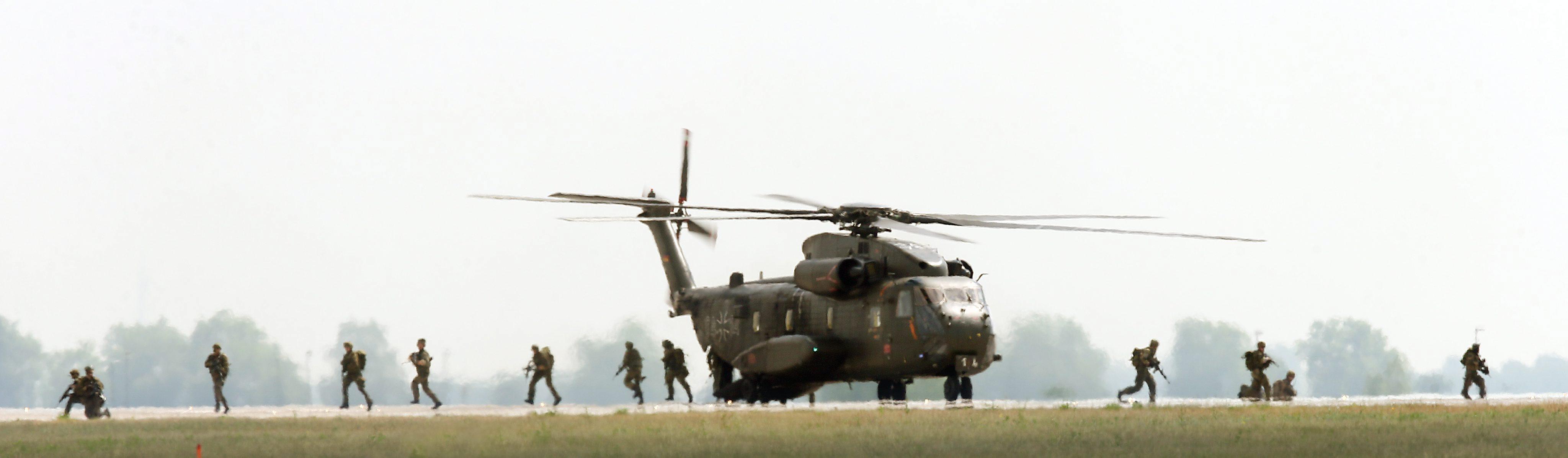 Германски военен транспортен хеликоптер CH53