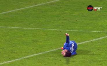 Божидар Краев отнесе удар в опит да вкара за Левски