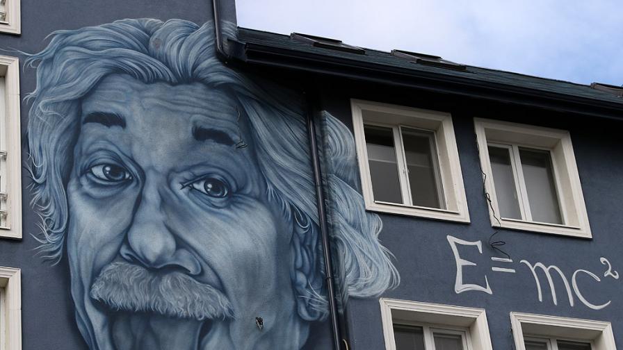 Айнщайн в Студентски град вълнува всеки, който го види