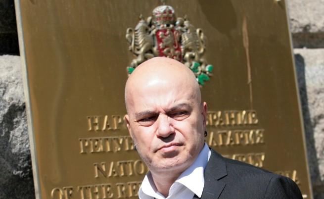 Слави Трифонов отговори на критиките и спекулациите