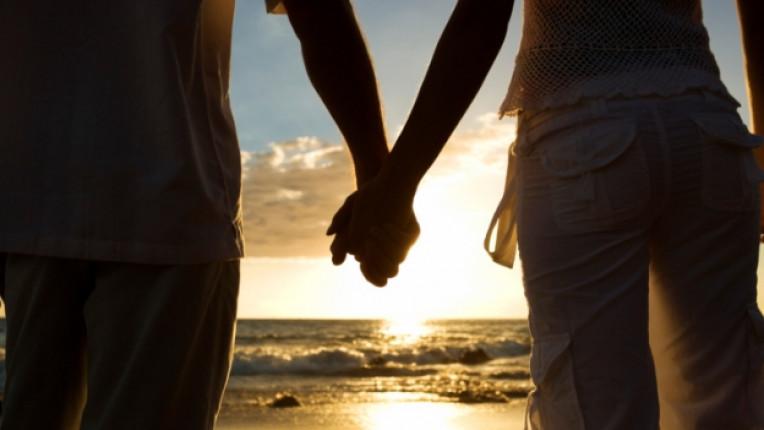 връзка залез мъж жена ръце