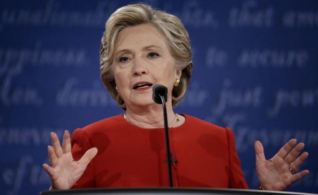 ФБР удари Хилари Клинтън дни преди изборите