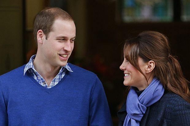 Коледа с мама и татко<br /> Напук на традицията, Кейт реши тримата с Уилям и принц Джордж да прекарат коледните празници през 2014 г. с нейното семейство.