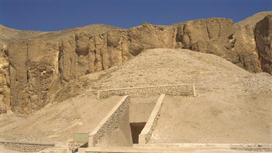 Търсят тайна стая в гробницата на Тутанкамон