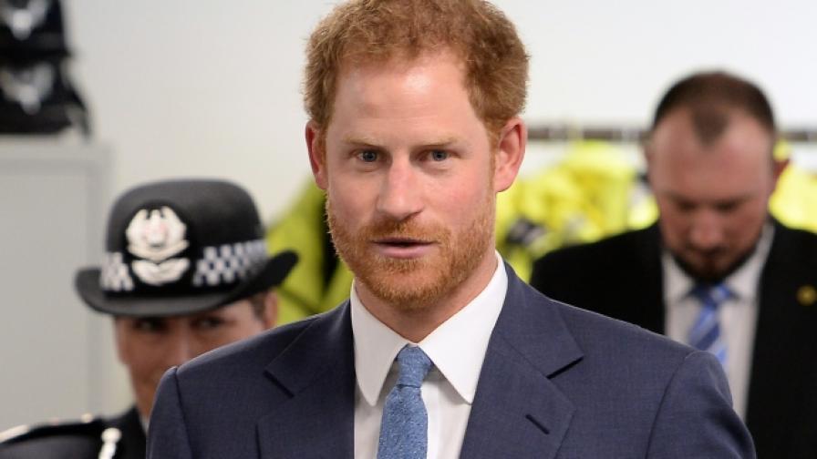 Принц Хари с анцуг и шапка. Излиза от фитнес (СНИМКИ)