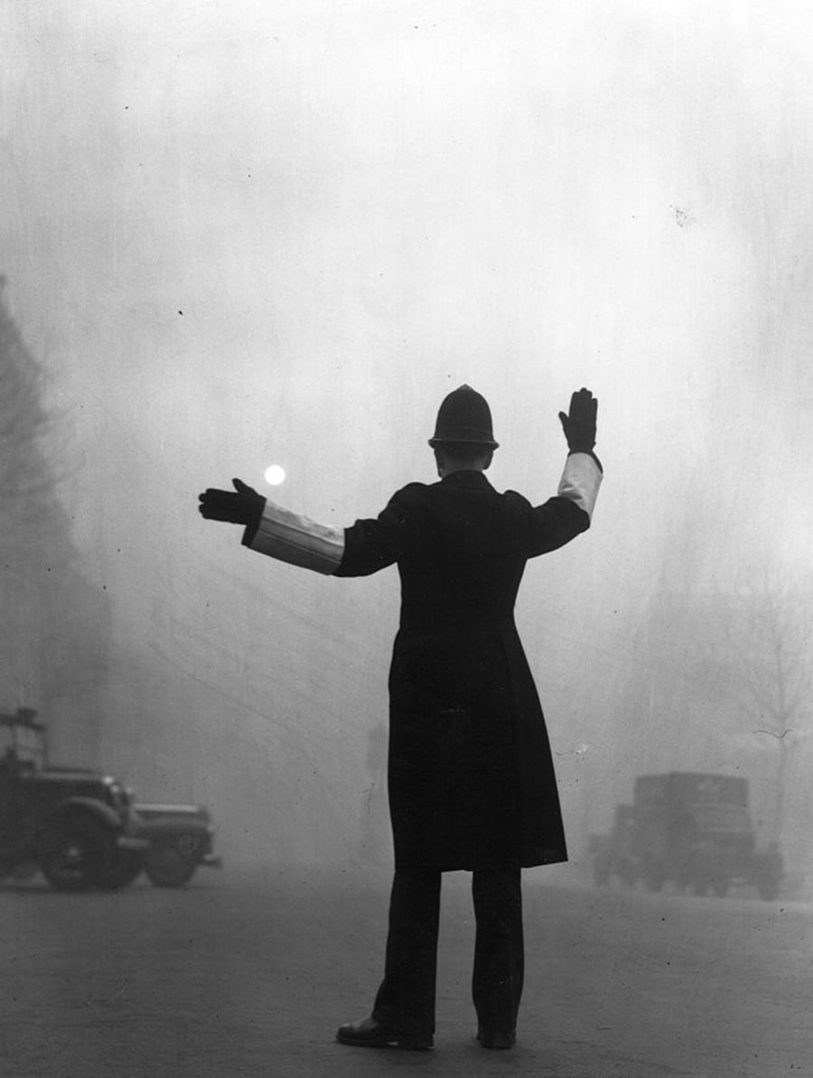 През 1956 г. е въведен закон срещу замърсяването на въздуха, който забранява изгарянето на въглища в градска среда и въвежда зони без дим.