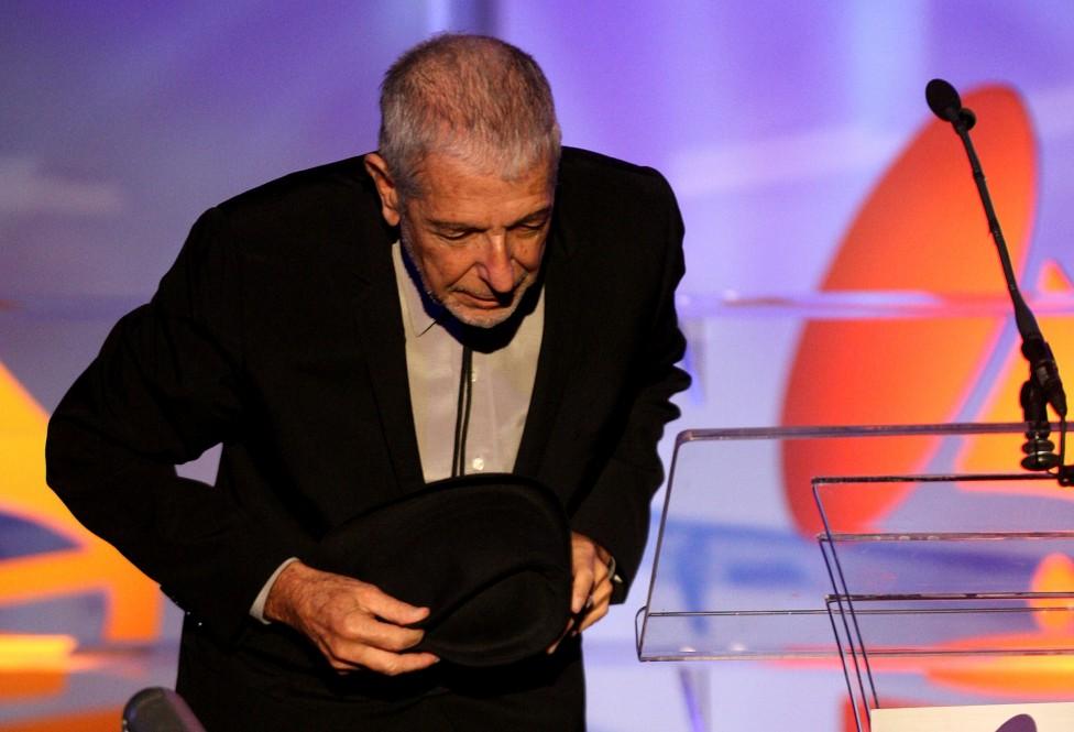 - Легендарният певец и композитор Ленард Коен почина на 82-годишна възраст. Кончината му породи емоционални реакции сред политици, музиканти и актьори