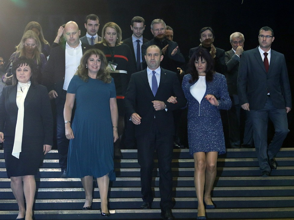 - Румен Радев заедно със съпругата си преди пресконференцията на БСП. От дясната му страна са кандидатът за вицепрезидент Илияна Йотова и лидерът на...