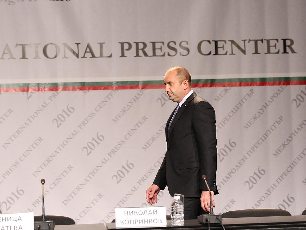 С над 20% преднина ген. Румен Радев е новият президент на България, а вицепрезидент ще е Илияна Йотова.