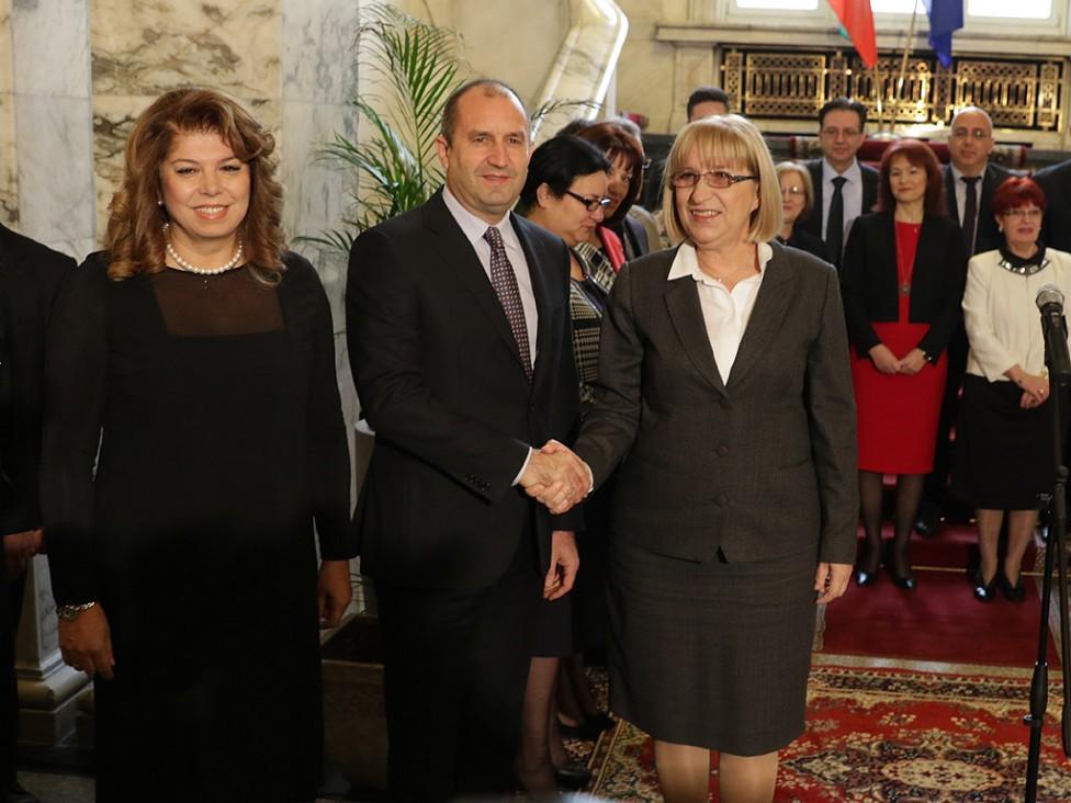 - Церемонията по връчването на решението на Централната избирателна комисия за изборът на Президент и вицепрезидент ген. Румен Радев и Илияна Йотова