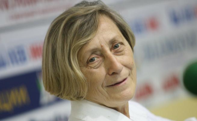 Нешка Робева се оттегля поради здравословни причини