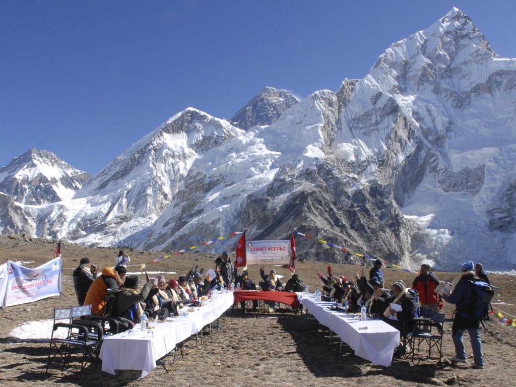 Заседанието на непалското правителство на Еверест