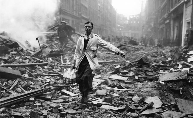 Млекарят в руините на Лондон, 1940 г.
