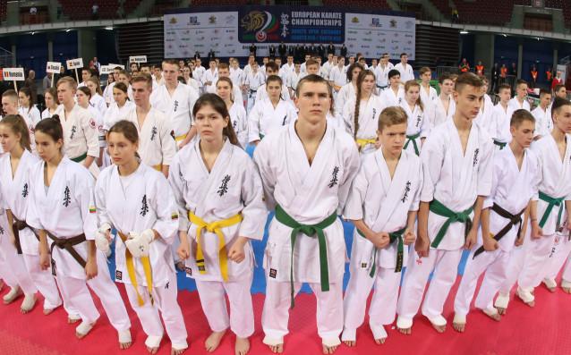 Снимка: Супервайзерът на Световната младежка лига по карате вече е в София