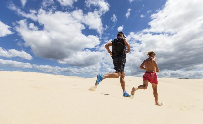Те пробягаха 10 км в пясъчни дюни