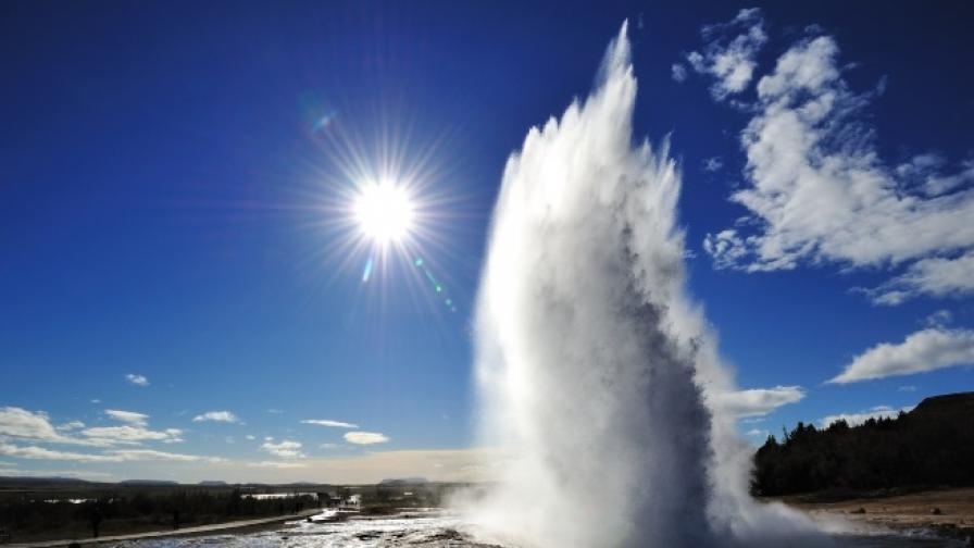 Зрелищен гейзер изригна от новозеландско езеро (видео)