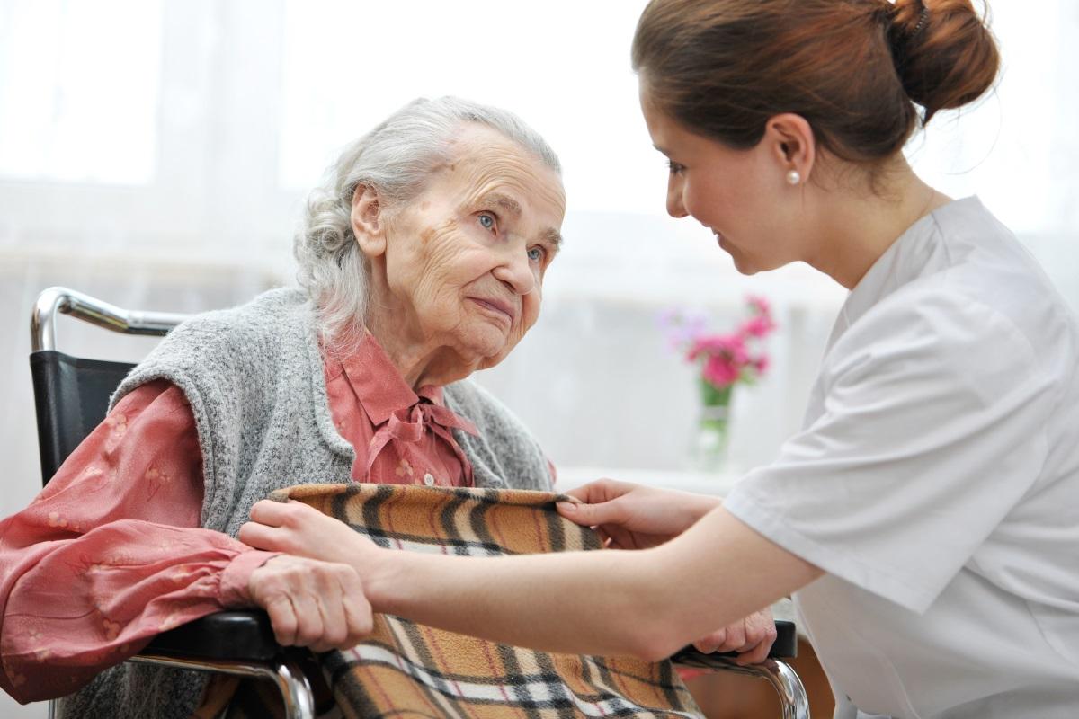 Лични асистенти - много наши сънародници например се сблъскват с тази професия в чужбина. Без значение дали се грижиш за възрастен човек, или за невръстно дете, работният ден включва едни и същи задължителни процедури. В първия случай е депресиращо да се сблъскваш с болести и липса на позитивизъм.