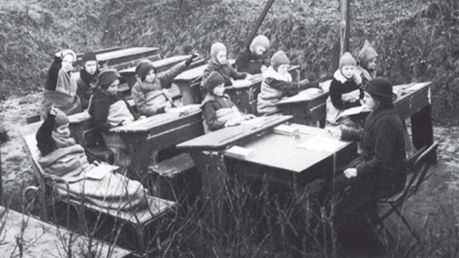 Как в началото на ХХ в. гонят Жълтата гостенка от училище