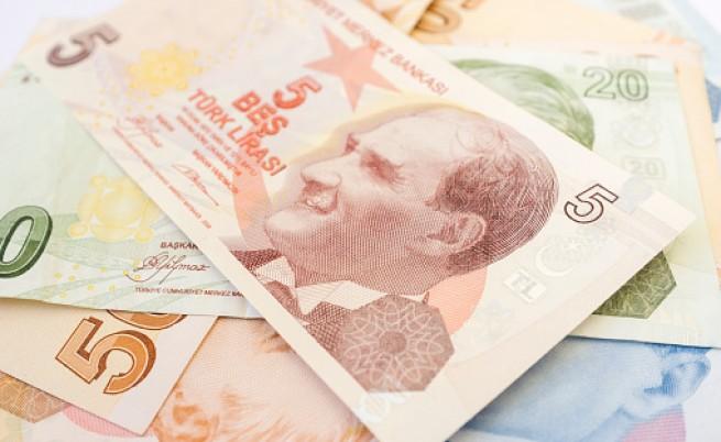 Турската лира се срина до рекордно дъно