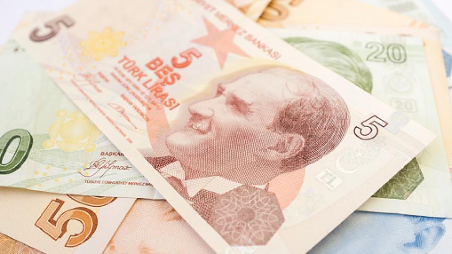 Турската лира е паднала над 40% спрямо долара