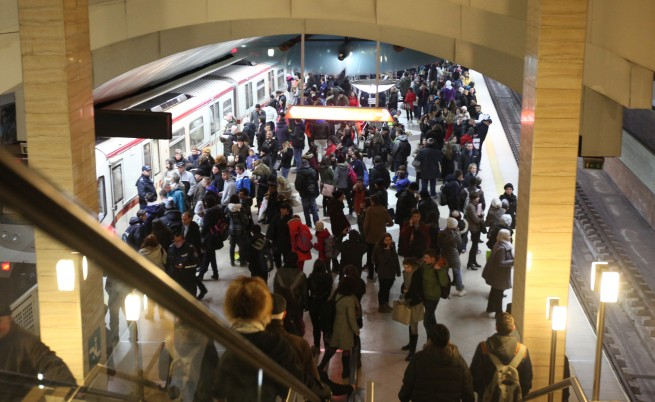 Стотици блокирани в  софийското метро