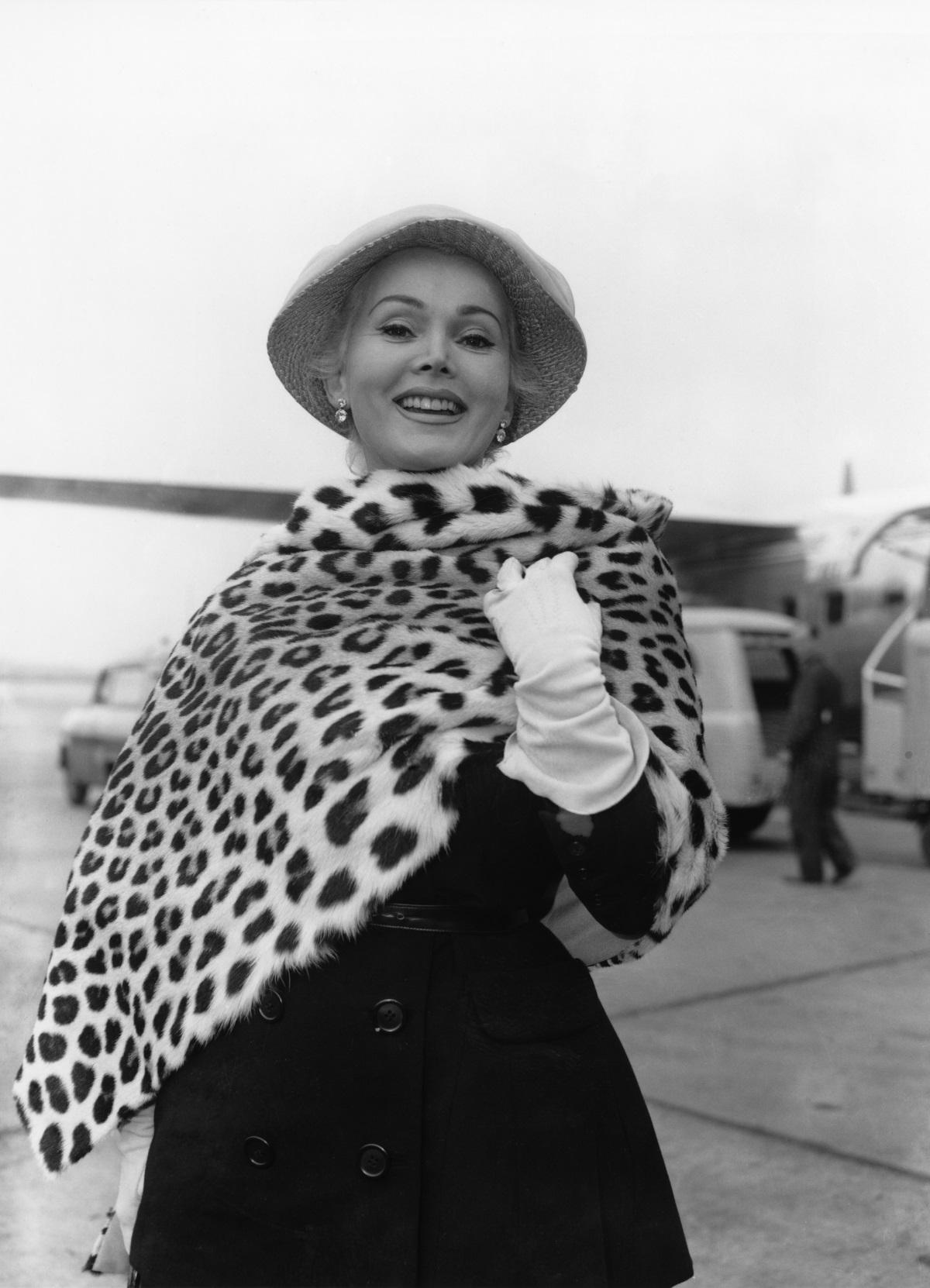 За За Габор е родена на 6 февруари 1917 г. в Будапеща и има две сестри - Ева и Магда, които също се преместват в Холивуд, за да работят в шоубизнеса.