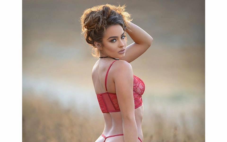 Кой иска да поиграе с нея предколедно?