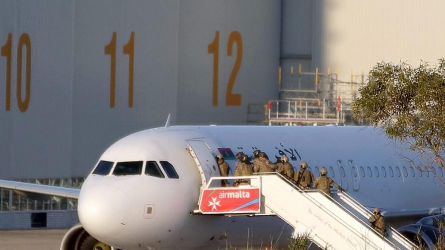 Приключи драмата с отвлечения самолет, синът на Кадафи проговори