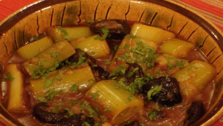 праз лук сушени сливи основно ястие дафинов лист доматено пюре