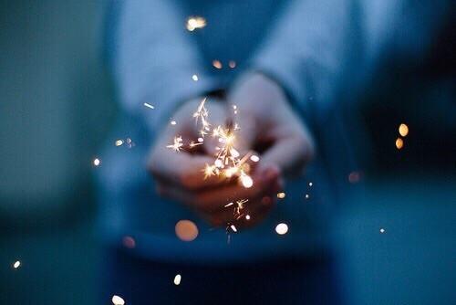 Не плачете - Казва се, че на всяка цена трябва да избягвате плач и счупване на предмети през първия ден от Новата година, ако не искате цялата година да ви мине по подобен начин.