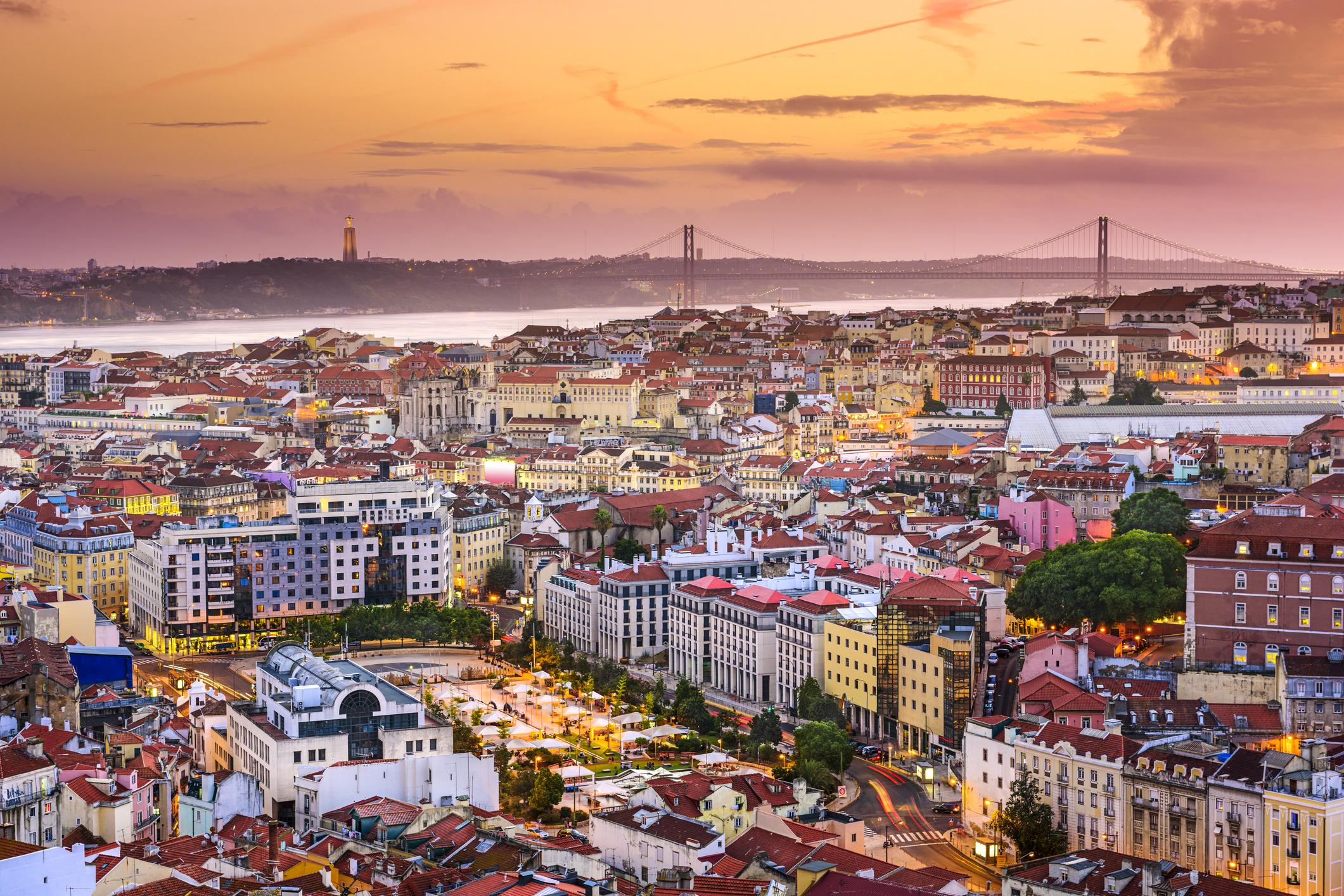 Лисабон - столица и най-голям град на Португалия, с изключителна архитектура, кулинарни вълшебства и топли хора.
