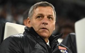 Треньорът на Лион се изказа в защита на Неймар