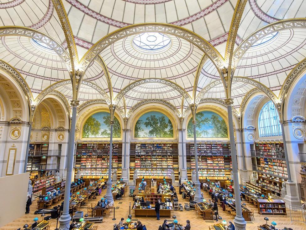 """- Студенти и читатели работят в Зала """"Лабруст"""", отделение """"Ришельо"""", в Националната библиотека в Париж, Франция. Зала """"Лабруст"""" отвори врати отново за..."""