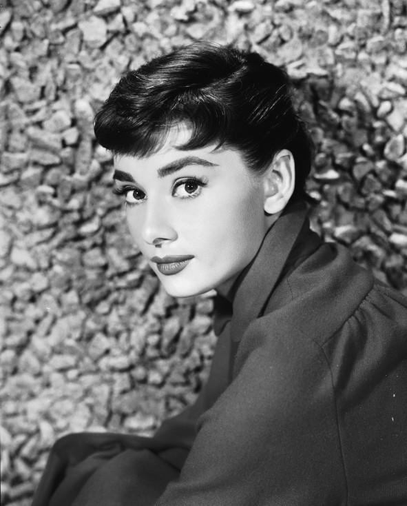"""- Тя блести във филми като """"Ваканция в Рим"""", """"Закуска в Тифани"""" и """"Моята прекрасна лейди"""". Великолепна, изискана, класна, истински пример за подражание..."""