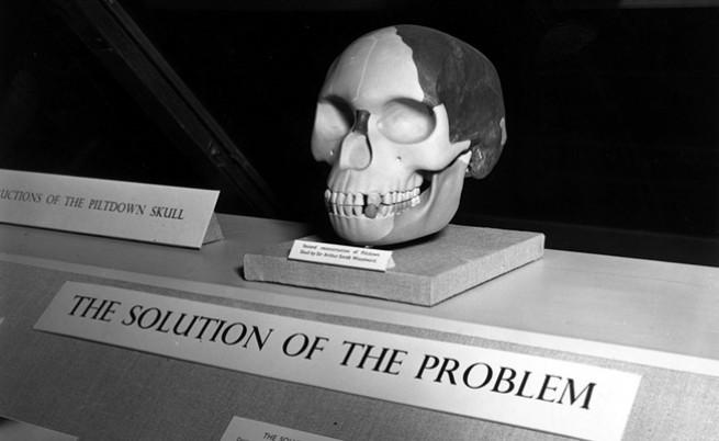 Липсващата връзка между човека и маймуната, една лъжа и Шерлок Холмс