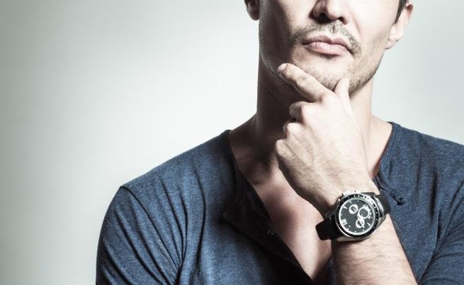 Часовникът е мъжки аксесоар, който винаги ще бъде възприеман като нещо, показващо положението на един мъж. Те придават завършен вид на всеки тоалет и привличат жените да погледнат към ръцете ви - част от тялото на мъжа, която се харесва много от нежния пол.