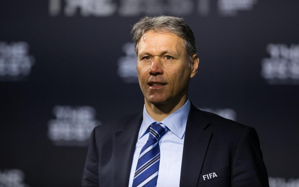 Марко ван Бастен напусна ФИФА