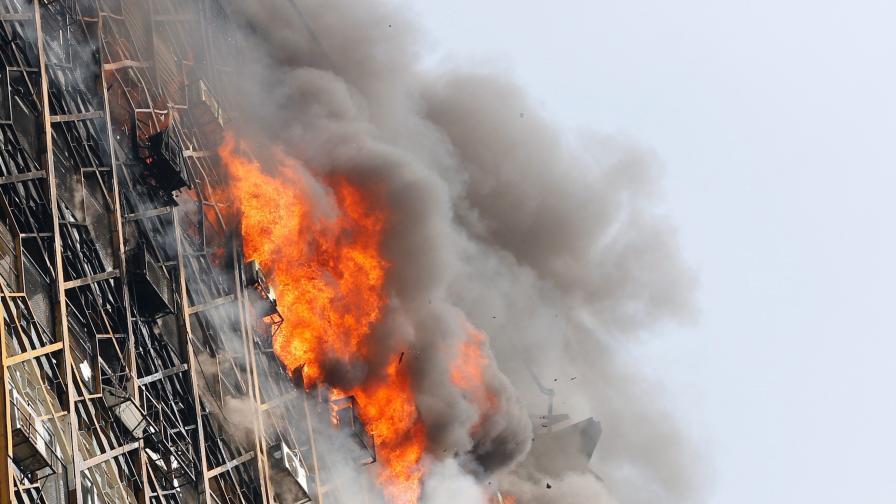 Ирански небостъргач погреба 30 пожарникари